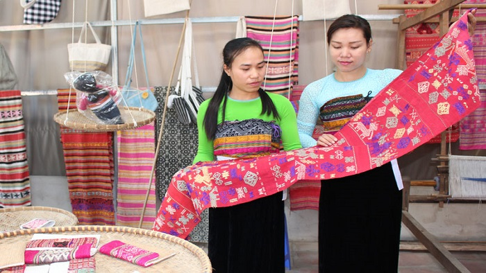 Traditional Silk Products of Thai People in Mai Chau, Cozy Vietnam Travel