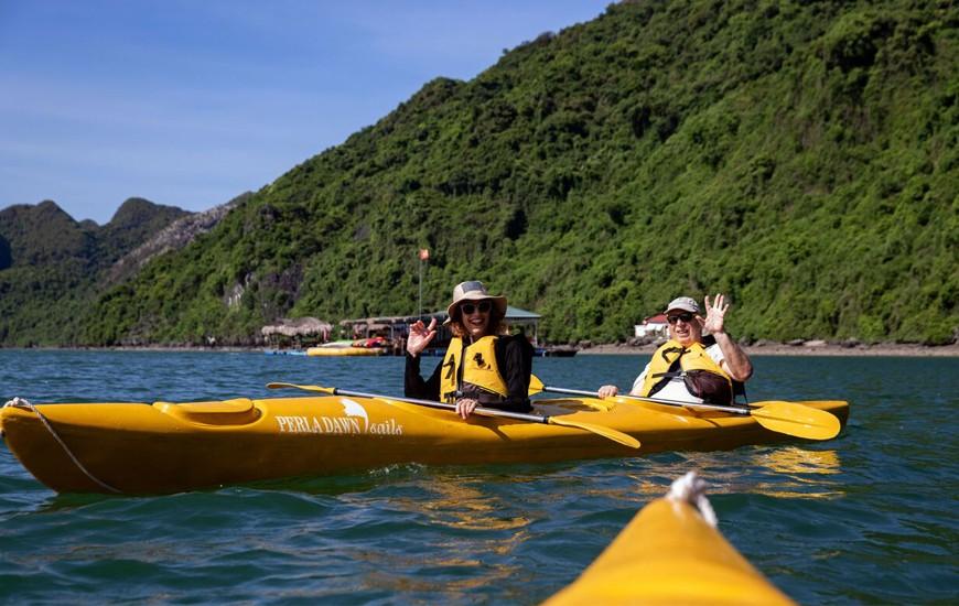 Kayaking in Lan Ha Bay, Cozy Vietnam Travel