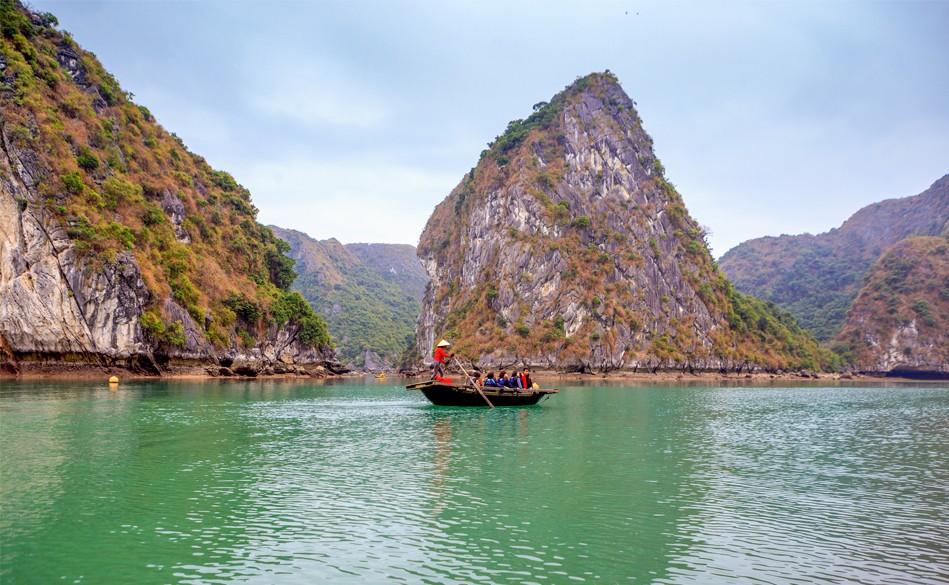 Bamboo-boat-in-lan-ha-bay, Cozy Vietnam Travel